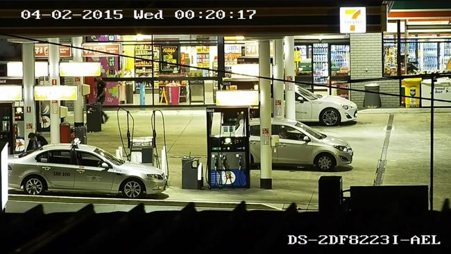 DS-2DF8223I-A (AEL) Supraveghere Stație de benzină la Noaptea